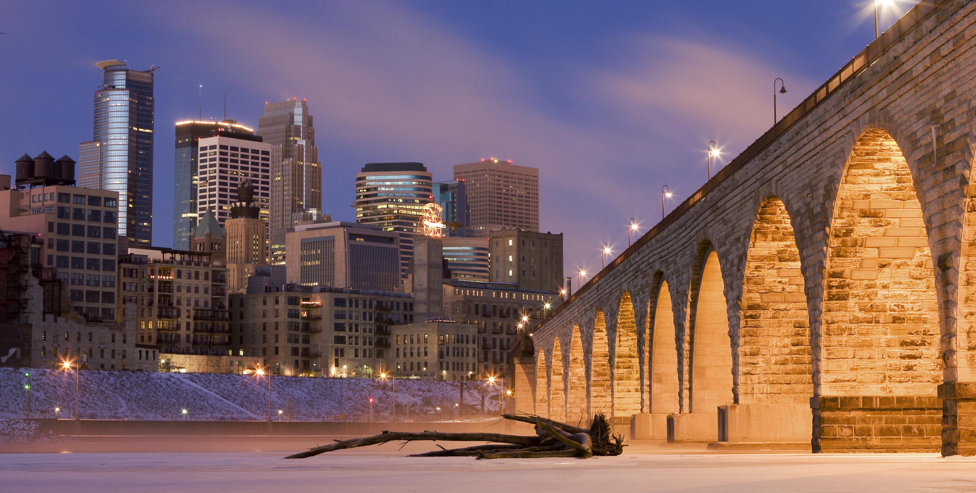 Minneapolis_on_Mississippi_River